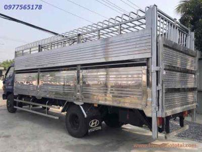 xe tải chở gia súc gia cầm